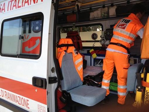 Chieri, incidente tra bus e auto, un pedone resta ferito