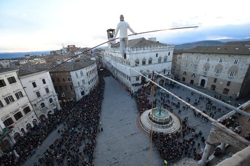 A ferragosto la traversata del funambolo torinese Andrea Loreni sopra il Santuario di Castelmagno