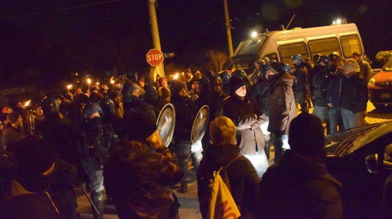 No Tav, 200 attivisti tentano assalto al cantiere di Chiomonte