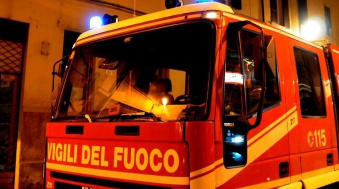 Risultati immagini per vigili del fuoco di notte
