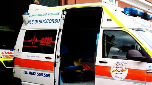 Albenga, 30enne di Torino trovato senza vita in casa, nessun segno di violenza, il medico legale dispone l'esame tossicologico