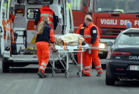 Auto contro tram a Torino: ferito il conducente