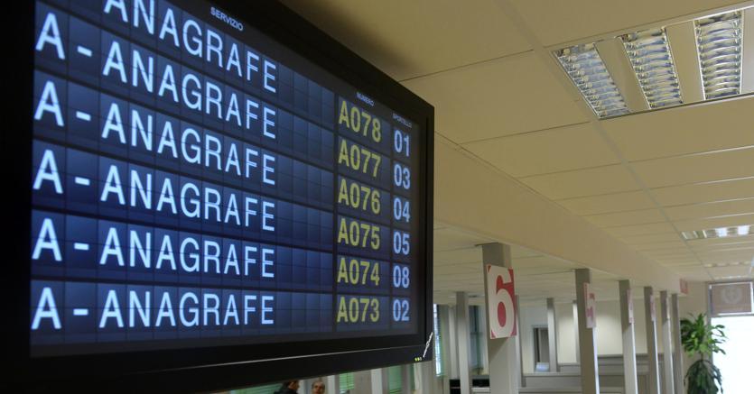 Ufficio Anagrafe A Torino : Code e disagi all anagrafe di via carrera nel lunedì di ponte