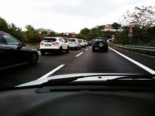 Traffico sulla A10, atteso un weekend di lunghe code per i torinesi diretti nelle località liguri