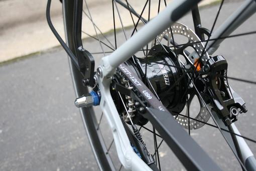 Roletto, diciottenne in bicicletta grave dopo lo scontro con un'auto
