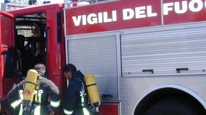 Incendio via Reggio Torino, Vigili del Fuoco ancora sul posto