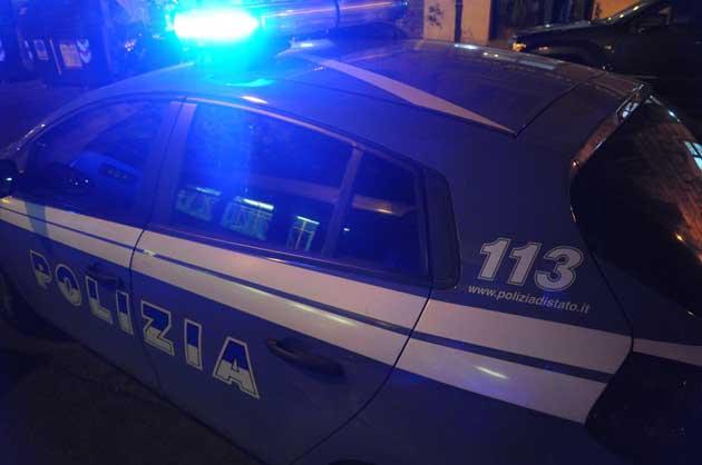 Torino, clochard aggredito e bruciato in un parco: è grave
