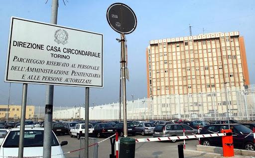 Agenti della Polizia Penitenziaria del Reparto di Torino L ...