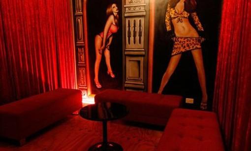 La casa delle bambole sexy riaprir in un albergo di - Casa delle lampadine torino ...