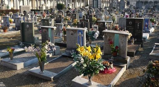 """Val Chiusella, ogni settimana portano fiori sulla loro tomba: """"Quando moriremo non lo farà nessuno"""""""