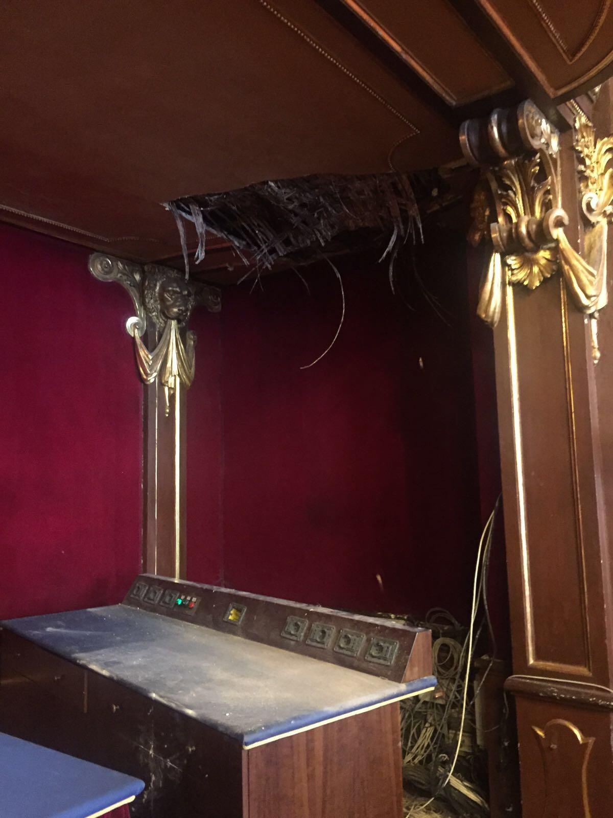 Crollo in Sala Rossa, cede una parte del controsoffitto dell'aula del consiglio di Torino