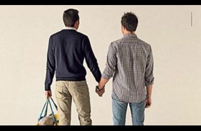 Torino vieta atto di nascita a gemelli coppia gay: