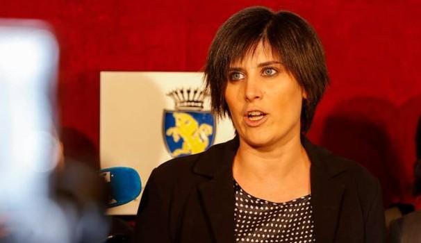 Chiara Appendino rottama Piero Fassino a Torino. Le foto della grillina bocconiana