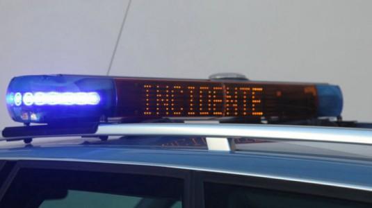 Furgone e auto si scontrano in tangenziale: morto un uomo
