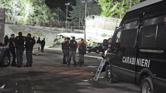 Tav, attivisti protestano nella notte: pneumatici in fiamme e lancio petardi