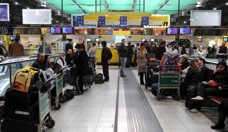Truffe, biglietti aerei falsi: denunciato il titolare dell'agenzia di viaggi