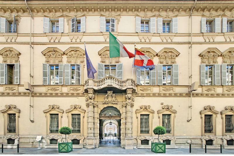 Portici di carta a palazzo lascaris torino oggi for Carretta arredamenti torino