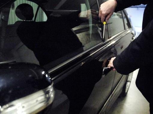 Furti in auto nel Biellese, la squadra mobile denuncia un uomo di 55 anni residente nel Torinese