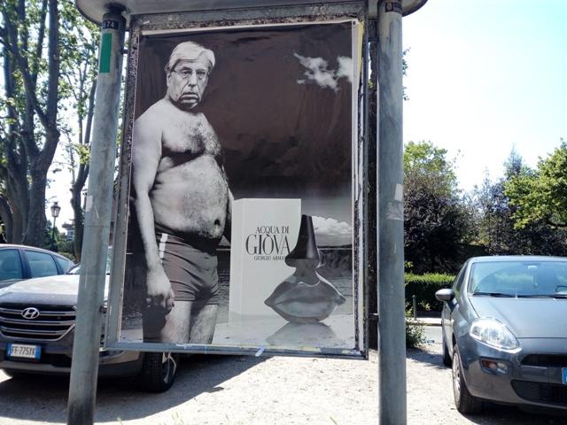 L\'ironico artista colpisce ancora: Giovanardi a Torino in costume da ...