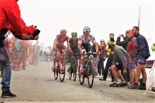 """Briançon vieta il passaggio del Giro per le norme anti-Covid: cambia il percorso della """"Alba-Sestriere"""""""