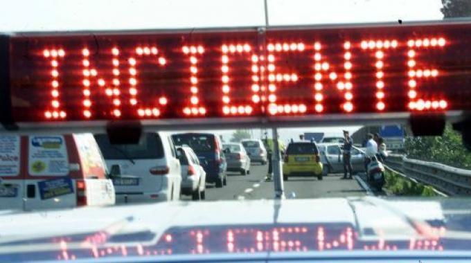 Catena di incidenti stradali nel Torinese: tre morti in poche ore