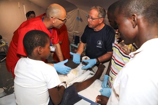 160 pazienti e 11 operazioni chirurgiche nei primi tre giorni di attività della Maxiemergenza in Mozambico