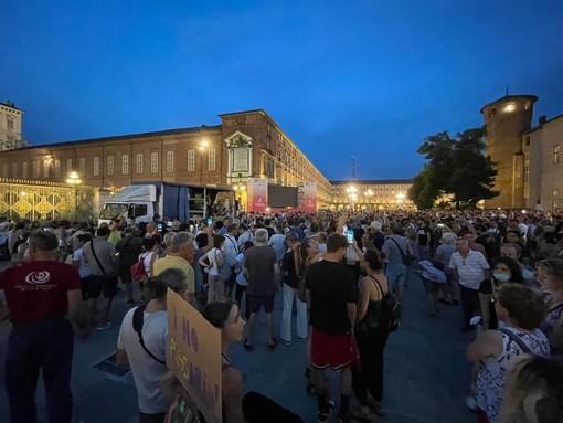 La manifestazione di piazza Castello