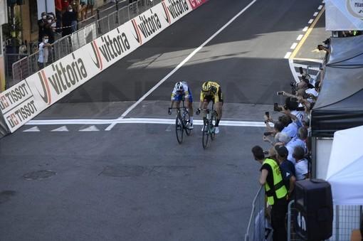 Ciclismo: Wout Van Aert trionfa nella 111^ edizione della Milano-Sanremo