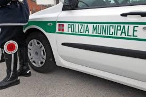 Torino, viaggia con una bisarca senza documenti: multa da 2mila euro