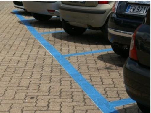 Strisce blu zona ospedali: sì ai voucher forfettari e agli sconti nei parcheggi multipiano