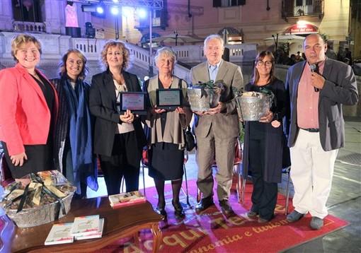 """Acqui Terme: consegnato a Natalia Cattelani il premio """"Libro più Gustoso dell'anno"""" per il libro """"I dolci di casa"""""""