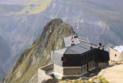 Non più in pericolo di vita l'alpinista torinese precipitato sabato da una parete del Monte Bianco