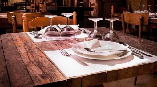 Tavolo apparecchiato ristorante