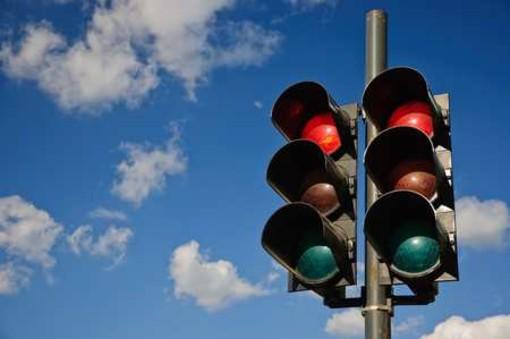 Photored ai semafori e zona a velocità 30: i residenti di Borgata Rosa chiedono più sicurezza nelle strade