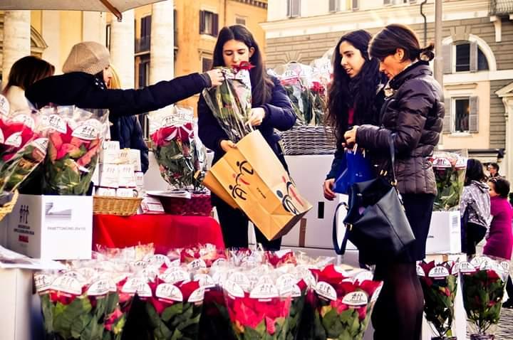 Prezzo Stella Di Natale Ail.Le Stelle Di Natale Ail Riempiono Nel Weekend Le Piazze Di Torino