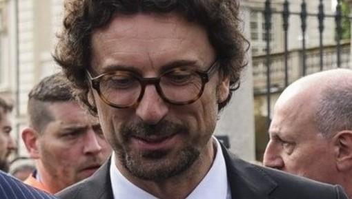 """Tav, Toninelli: """"Oggi analisi costi-benefici a Di Maio e Salvini: opera regionale"""". Chiamparino replica ironico: """"Fatta per portare toma della Val di Susa più velocemente"""""""