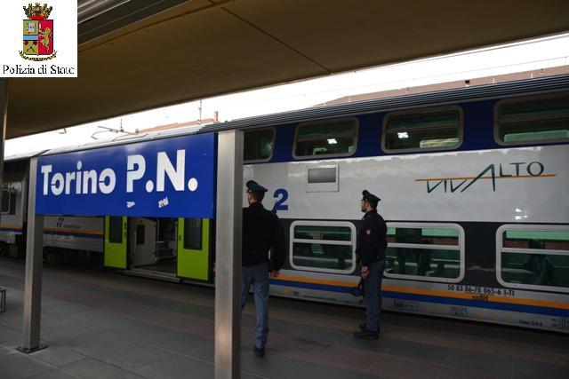 Controlli anticrimine della polizia ferroviaria a bordo - Orari treni porta nuova torino ...