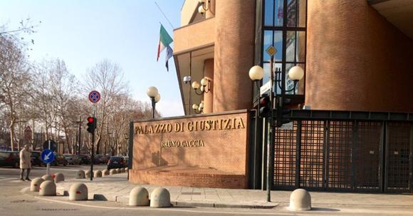 Il pm torinese Pacileo ha inviato gli atti alla procura del capoluogo: suini fecondati con seme di maiali danesi