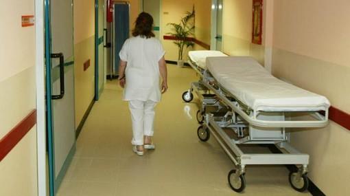 Coronavirus, Intesa Sanpaolo distribuisce 11mila indumenti intimi ai pazienti Covid in ospedale