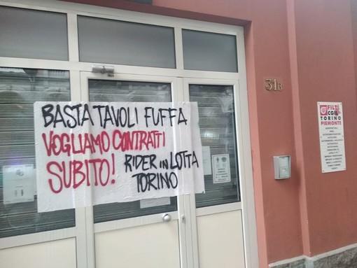 Rider in protesta davanti alla sede Filt-Cgil: mattinata di tensione in via Sacchi