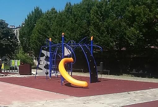 Riapre l'area giochi di via Stradella