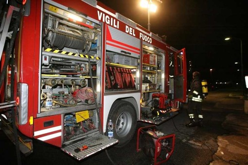 In fiamme l'ex deposito del tiro a volo in via Saluzzo a Pinerolo