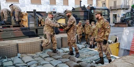Bomba in via Nizza: l'esercito ha completato le opere di consolidamento. Domani la bonifica [FOTO e VIDEO]