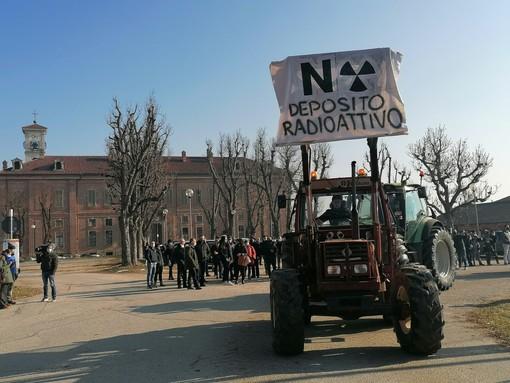 Trattori in parata contro il nucleare
