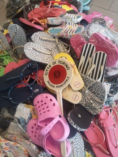 Controlli a Porta Palazzo, sequestrate 96 paia di calzature irregolari