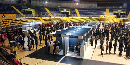 """""""Al Lavoro"""" a Torino, duemila laureati hanno incontrato le imprese"""