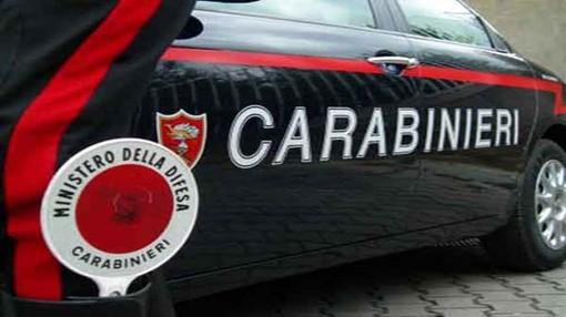 Nichelino, prende a calci la moglie: arrestato cinquantaseienne per maltrattamenti in famiglia