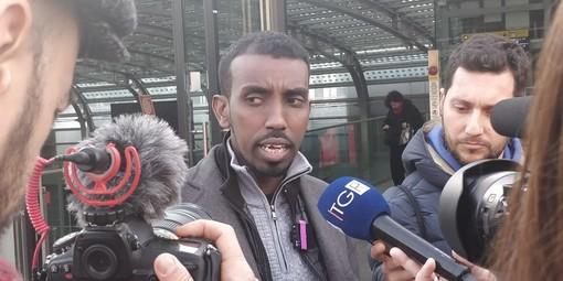 """Coronavirus, Abdullahi bloccato in aeroporto a Parigi: """"Non posso viaggiare perché sono italiano"""" [VIDEO]"""