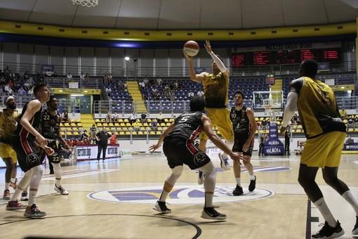 La Reale Mutua Basket Torino supera Tortona e conquista Gara 1