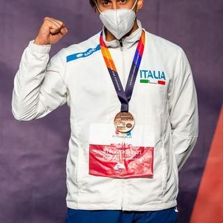 Atleta premiato con la medaglia di bronzo